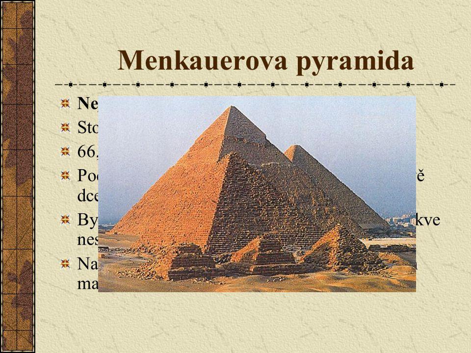 Menkauerova pyramida Nejmenší z gízských pyramid.Stojí nejdále od nilského údolí.