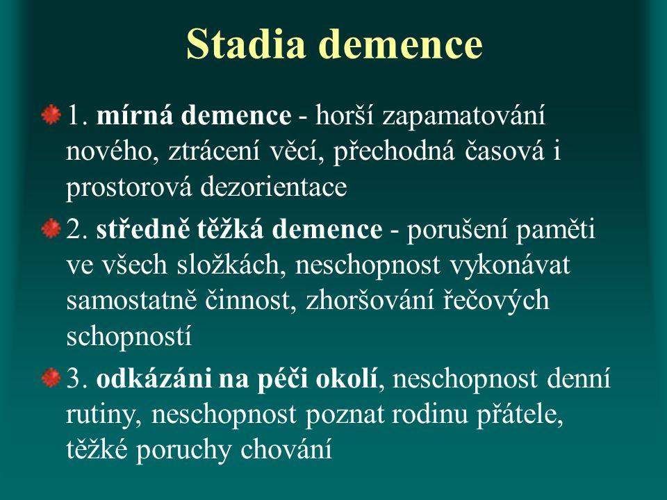 Stadia demence 1. mírná demence - horší zapamatování nového, ztrácení věcí, přechodná časová i prostorová dezorientace 2. středně těžká demence - poru