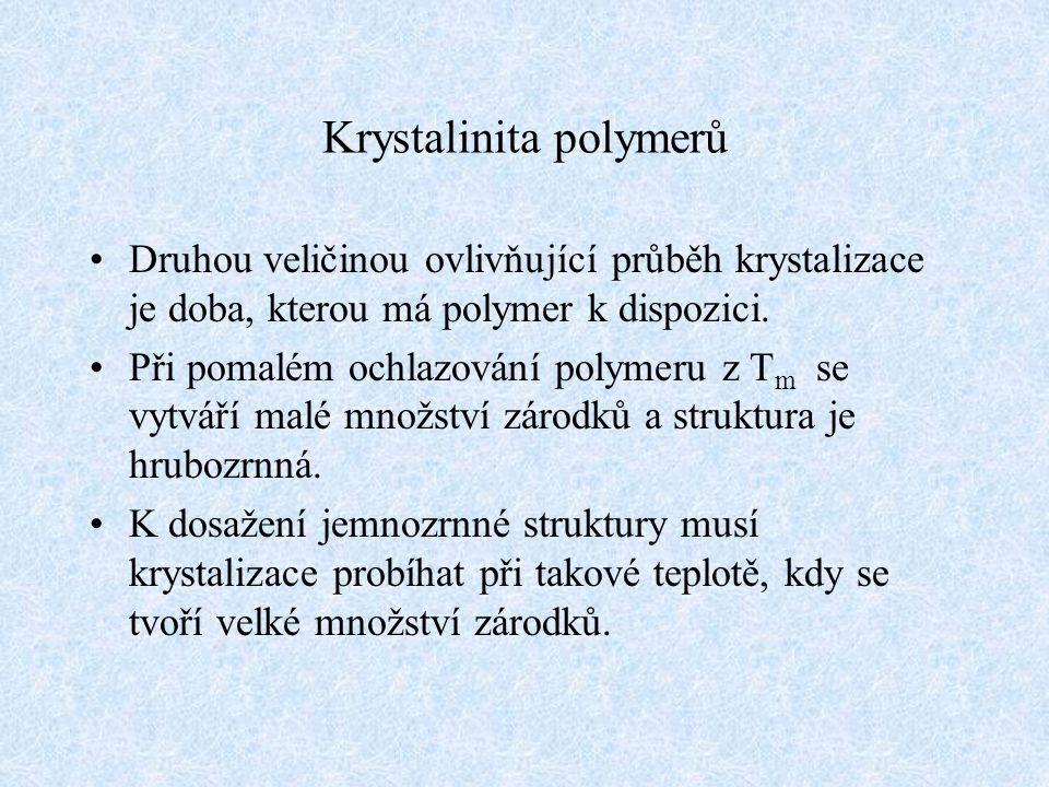 Krystalinita polymerů Druhou veličinou ovlivňující průběh krystalizace je doba, kterou má polymer k dispozici. Při pomalém ochlazování polymeru z T m