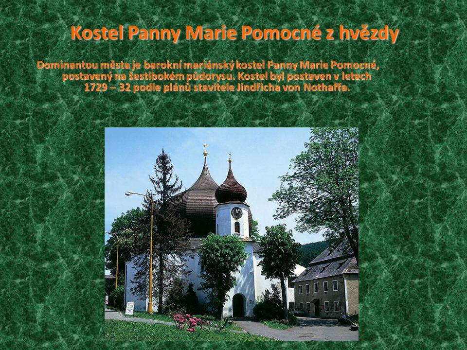 P PP Pfarrkirche Das Wahrzeichen der Stadt ist die barocke Pfarrkirche der heiligen hilfreichen Jungfrau mit zwiebelförmiger Kuppel. Sie wurde in den