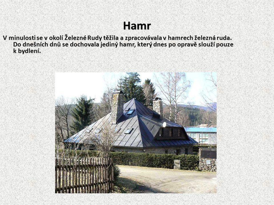 Die Hammerhütte In der Vergangenheit förderte man Eisenerz in der Umgebung von Markt Eisenstein. Man verarbeitete es in der Hammerhütte.