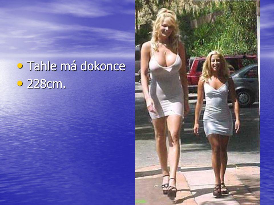 218cm velká a 218cm velká a 178cm je vedle 178cm je vedle ní malá. ní malá.