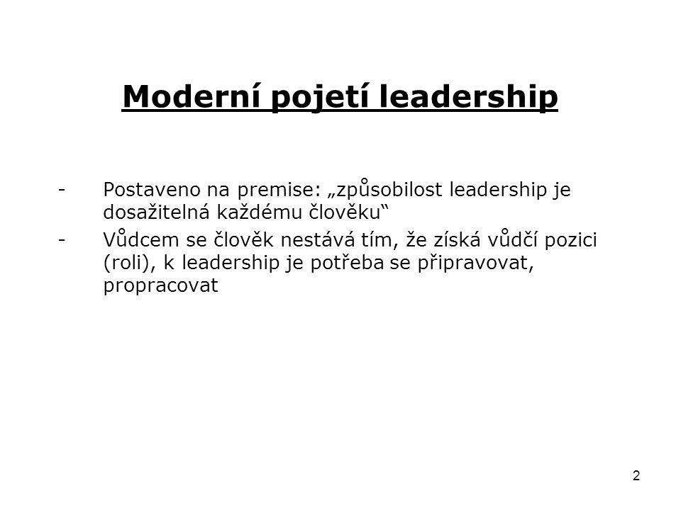 """2 Moderní pojetí leadership -Postaveno na premise: """"způsobilost leadership je dosažitelná každému člověku -Vůdcem se člověk nestává tím, že získá vůdčí pozici (roli), k leadership je potřeba se připravovat, propracovat"""
