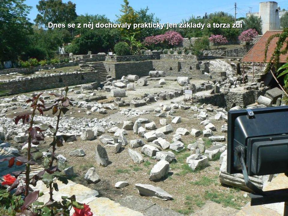 Právě tady se nacházel jeden ze sedmi divů světa, Mauzoleum. Po smrti tehdejšího vládce Mausóla roku 353 př. n. l., dala jeho sestra a zároveň i manže