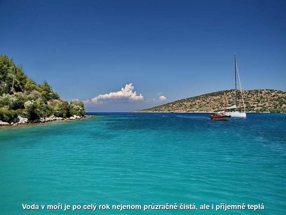 S příjemným klimatem láká oblast především vyhlášenými plážemi, křišťálově čistou vodou, skvělou kuchyní a přátelským, pohostinným prostředím