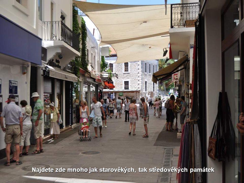 Je tady plno menších i velkých tržišť, obchůdků a bazarů Rybí trh
