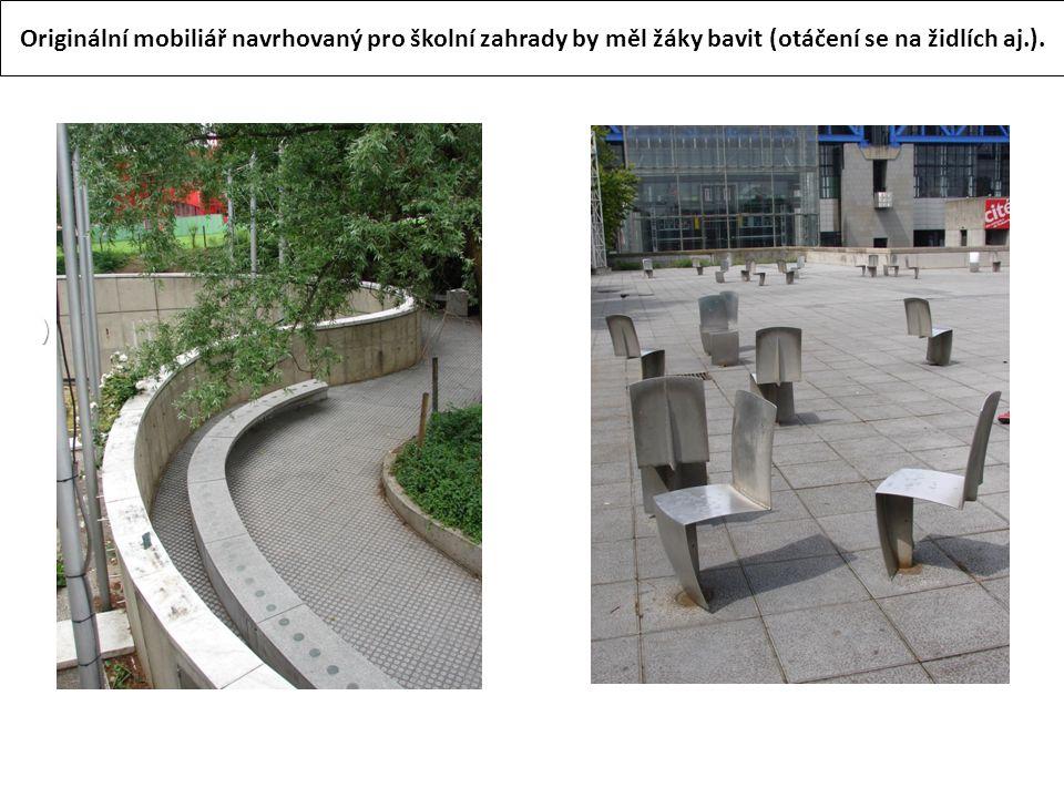 ) Originální mobiliář navrhovaný pro školní zahrady by měl žáky bavit (otáčení se na židlích aj.).
