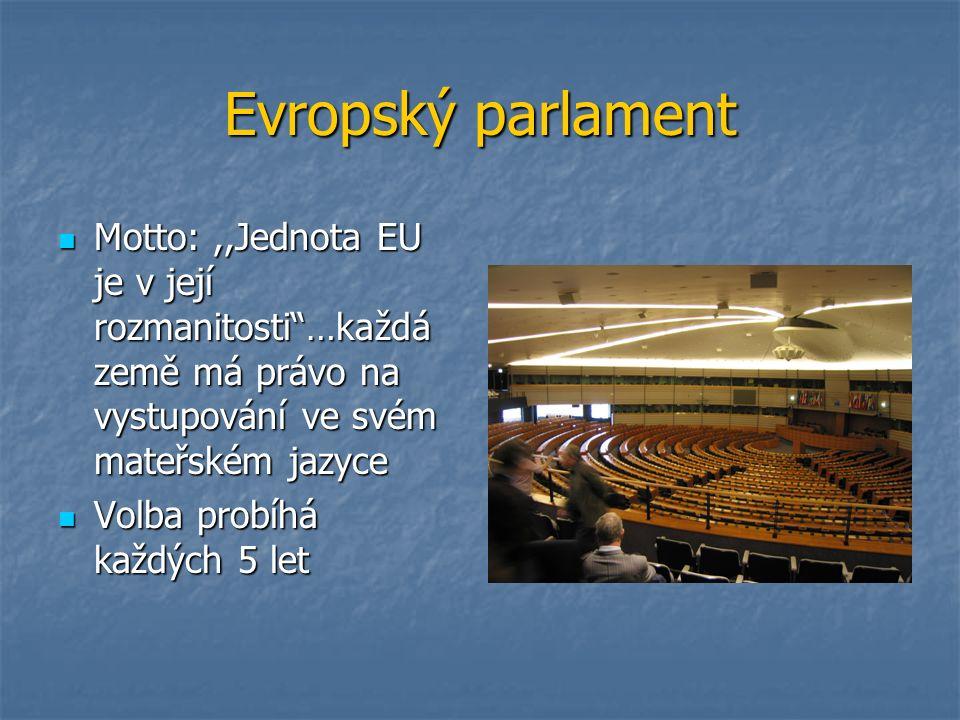Evropský parlament Motto:,,Jednota EU je v její rozmanitosti …každá země má právo na vystupování ve svém mateřském jazyce Motto:,,Jednota EU je v její rozmanitosti …každá země má právo na vystupování ve svém mateřském jazyce Volba probíhá každých 5 let Volba probíhá každých 5 let