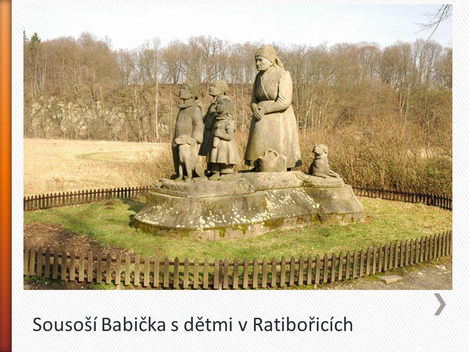 Sousoší Babička s dětmi v Ratibořicích
