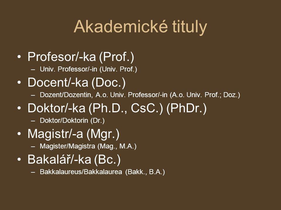 Akademické tituly Profesor/-ka (Prof.) –Univ. Professor/-in (Univ. Prof.) Docent/-ka (Doc.) –Dozent/Dozentin, A.o. Univ. Professor/-in (A.o. Univ. Pro
