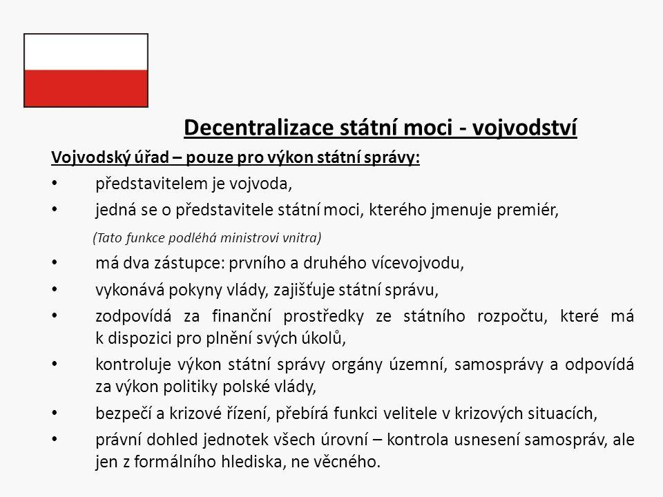 Decentralizace státní moci - vojvodství Vojvodský úřad – pouze pro výkon státní správy: představitelem je vojvoda, jedná se o představitele státní moc