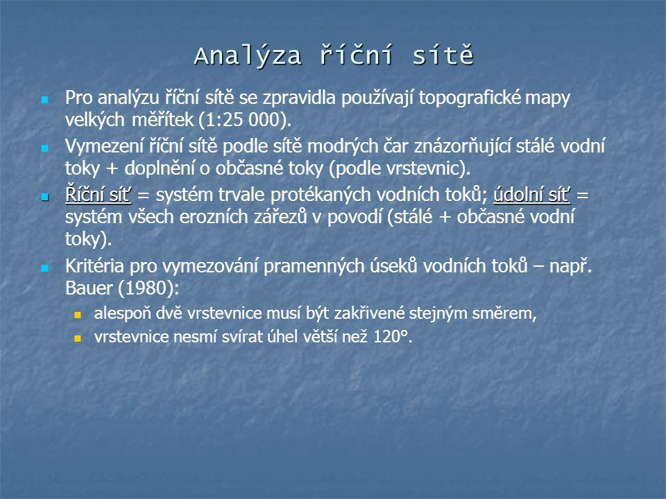 Analýza říční sítě Pro analýzu říční sítě se zpravidla používají topografické mapy velkých měřítek (1:25 000). Vymezení říční sítě podle sítě modrých