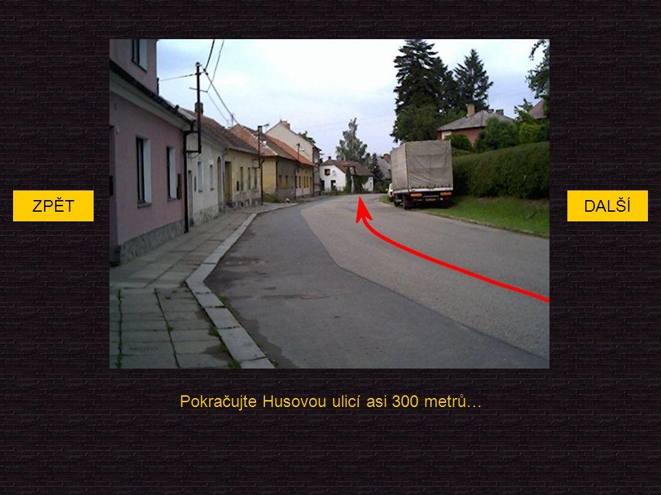 Pokračujte Husovou ulicí asi 300 metrů… DALŠÍZPĚT