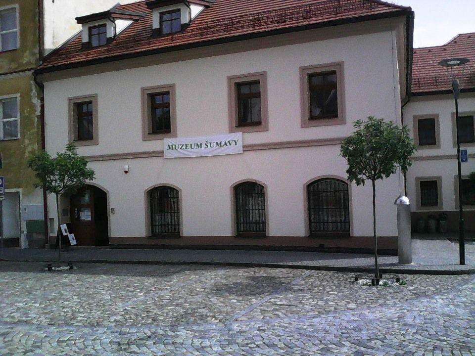 Kašperské Hory je malebné městečko na Šumavě, k jehož malebnosti největší měrou přispívá náměstí.