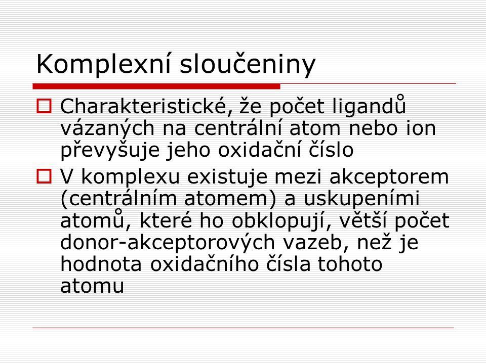 Jaké prvky tvoří komplexy.