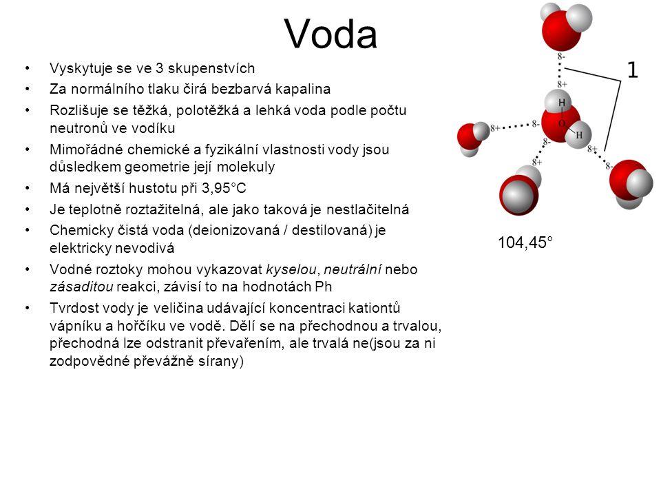 Voda Vyskytuje se ve 3 skupenstvích Za normálního tlaku čirá bezbarvá kapalina Rozlišuje se těžká, polotěžká a lehká voda podle počtu neutronů ve vodí