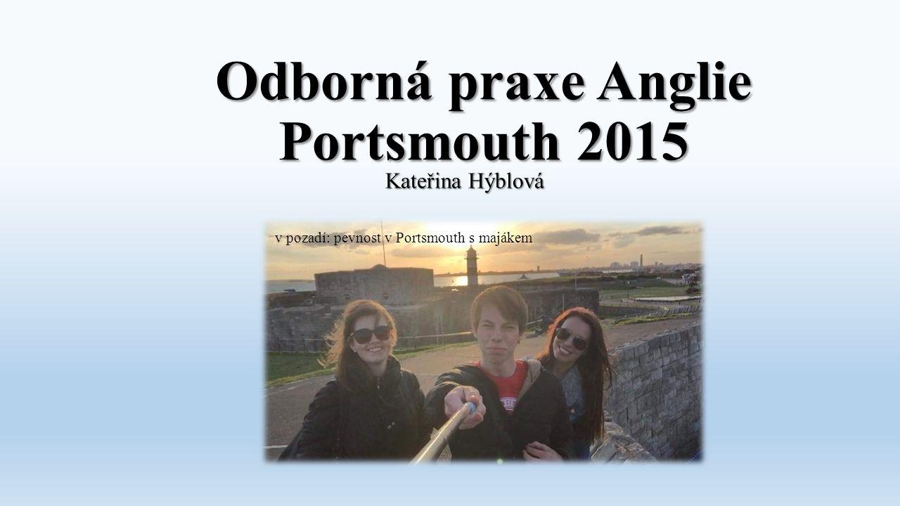 Odborná praxe Anglie Portsmouth 2015 Kateřina Hýblová v pozadí: pevnost v Portsmouth s majákem