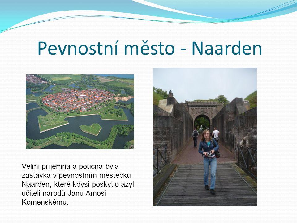 Pevnostní město - Naarden Velmi příjemná a poučná byla zastávka v pevnostním městečku Naarden, které kdysi poskytlo azyl učiteli národů Janu Amosi Komenskému.