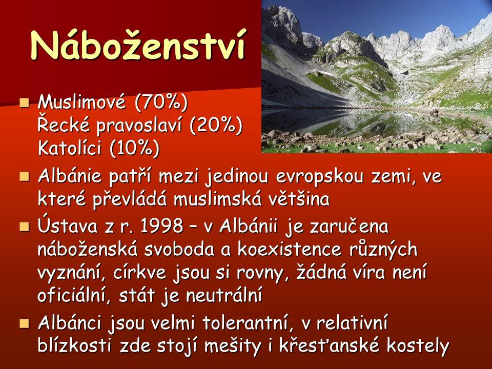 Náboženství Muslimové (70%) Řecké pravoslaví (20%) Katolíci (10%) Muslimové (70%) Řecké pravoslaví (20%) Katolíci (10%) Albánie patří mezi jedinou evropskou zemi, ve které převládá muslimská většina Albánie patří mezi jedinou evropskou zemi, ve které převládá muslimská většina Ústava z r.