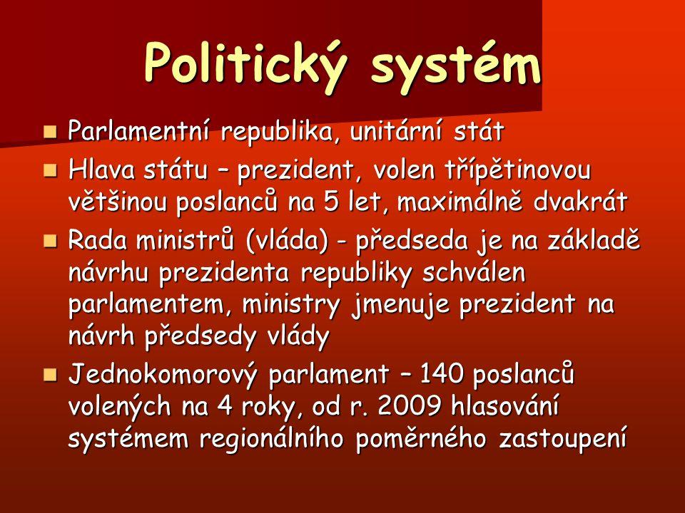 Politické strany Demokratická strana /DP/ (2005 – 56 mandátů, 2009 – 68 mandátů) Demokratická strana /DP/ (2005 – 56 mandátů, 2009 – 68 mandátů) Socialistická strana /SP/ (2005 - 42 mandátů, 2009 – 65 mandátů) Socialistická strana /SP/ (2005 - 42 mandátů, 2009 – 65 mandátů) Významnější menší strana – Socialistické hnutí za integraci /SMI/ (2005 - 5 mandátů, 2009 – 4 mandáty) Významnější menší strana – Socialistické hnutí za integraci /SMI/ (2005 - 5 mandátů, 2009 – 4 mandáty) Nový volební systém přispěl ke snížení počtu parlamentních stran (2005 – 12 stran, 2009 – 6 stran) a celkově úbytku mandátů pro malé strany (např.