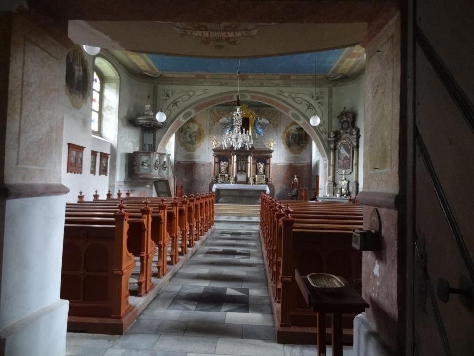 V letech 1808-9 byl postaven kostel Jména Panny Marie a vedle něj fara a škola.