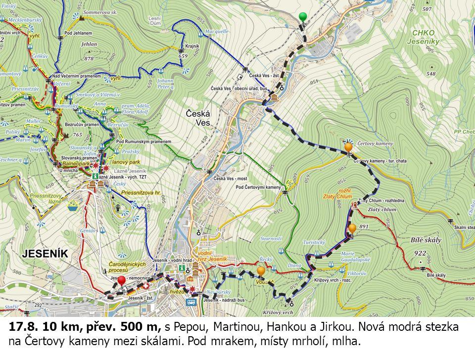 17.8. 10 km, přev. 500 m, s Pepou, Martinou, Hankou a Jirkou. Nová modrá stezka na Čertovy kameny mezi skálami. Pod mrakem, místy mrholí, mlha.