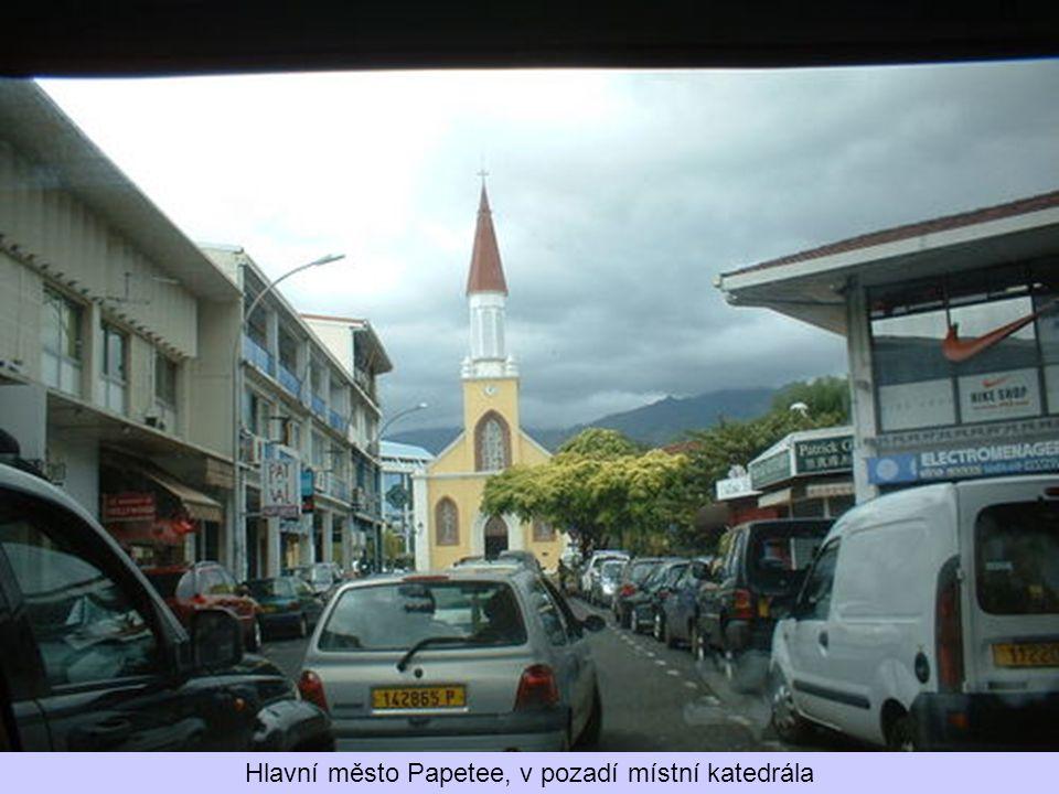 Na ostrově Tahiti žije většina obyvatel Francouzské Polynésie. Domorodci jsou velice vstřícní lidé a jejich klidný a neuspěchaný život je až neskutečn