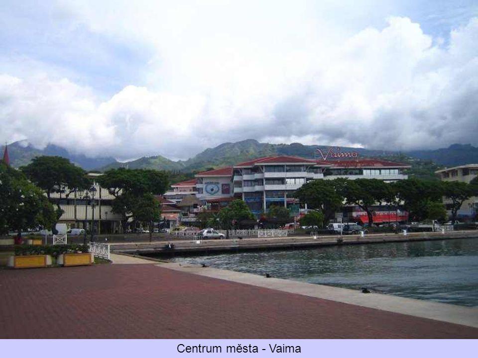Hlavní město Papetee, v pozadí místní katedrála