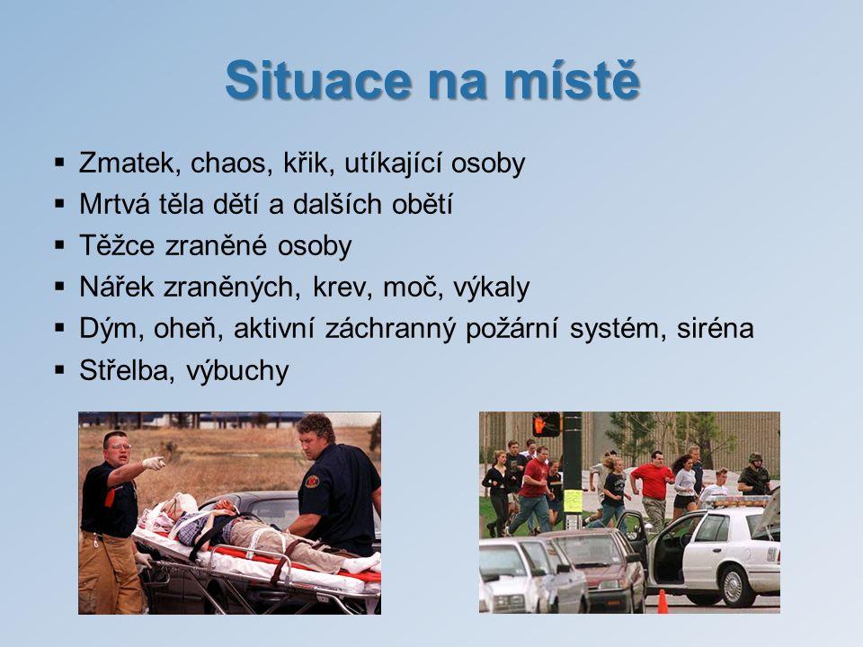 Situace na místě  Zmatek, chaos, křik, utíkající osoby  Mrtvá těla dětí a dalších obětí  Těžce zraněné osoby  Nářek zraněných, krev, moč, výkaly 