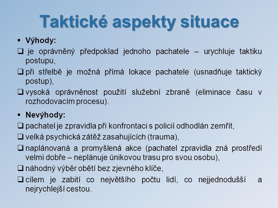Taktické aspekty situace  Výhody:  je oprávněný předpoklad jednoho pachatele – urychluje taktiku postupu,  při střelbě je možná přímá lokace pachat
