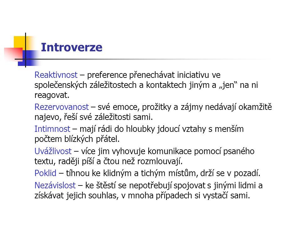 """Introverze Reaktivnost – preference přenechávat iniciativu ve společenských záležitostech a kontaktech jiným a """"jen"""" na ni reagovat. Rezervovanost – s"""