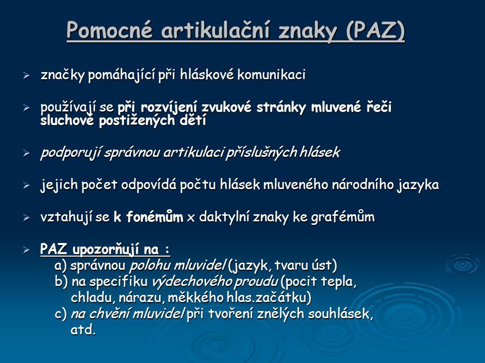 Pomocné artikulační znaky (PAZ)  značky pomáhající při hláskové komunikaci  používají se při rozvíjení zvukové stránky mluvené řeči sluchově postiže
