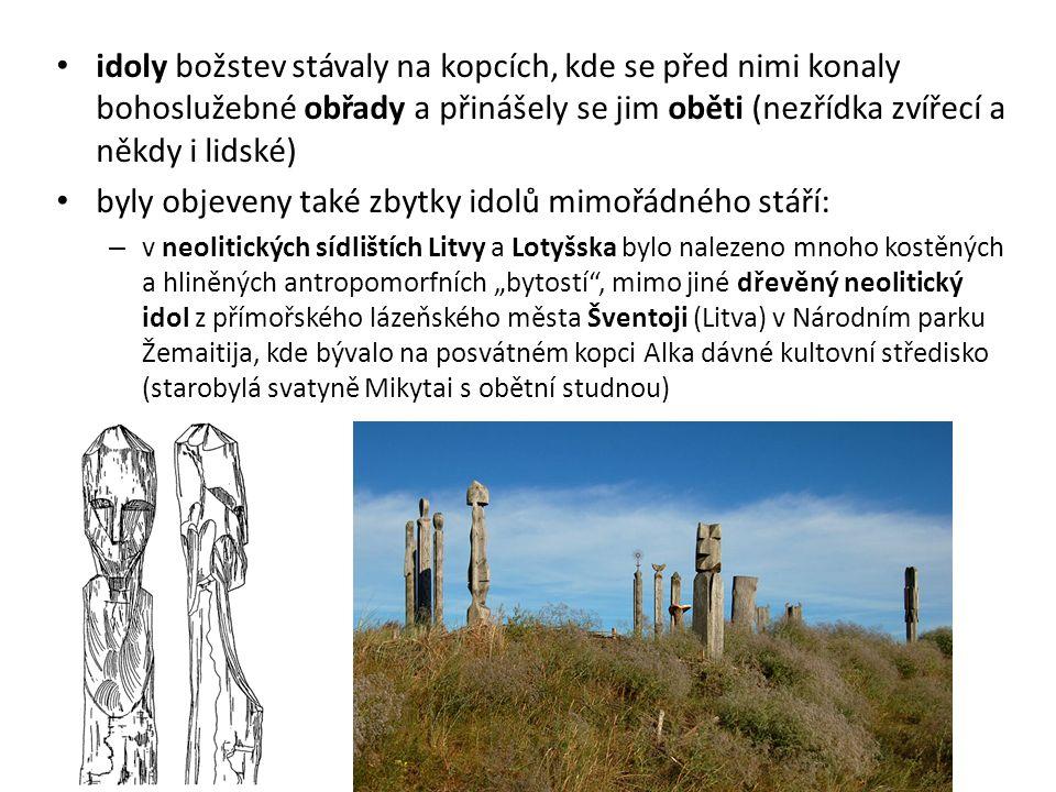 idoly božstev stávaly na kopcích, kde se před nimi konaly bohoslužebné obřady a přinášely se jim oběti (nezřídka zvířecí a někdy i lidské) byly objeve