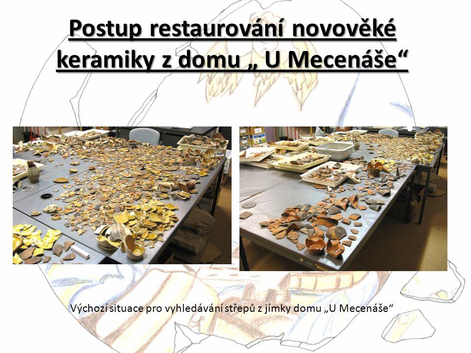 """Postup restaurování novověké keramiky z domu """" U Mecenáše"""" Výchozí situace pro vyhledávání střepů z jímky domu """"U Mecenáše"""""""
