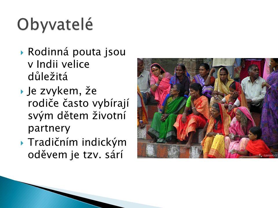  Rodinná pouta jsou v Indii velice důležitá  Je zvykem, že rodiče často vybírají svým dětem životní partnery  Tradičním indickým oděvem je tzv.