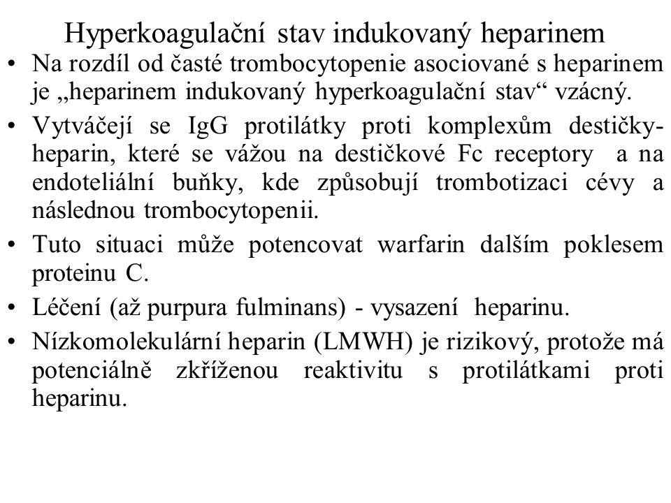 """Hyperkoagulační stav indukovaný heparinem Na rozdíl od časté trombocytopenie asociované s heparinem je """"heparinem indukovaný hyperkoagulační stav"""" vzá"""