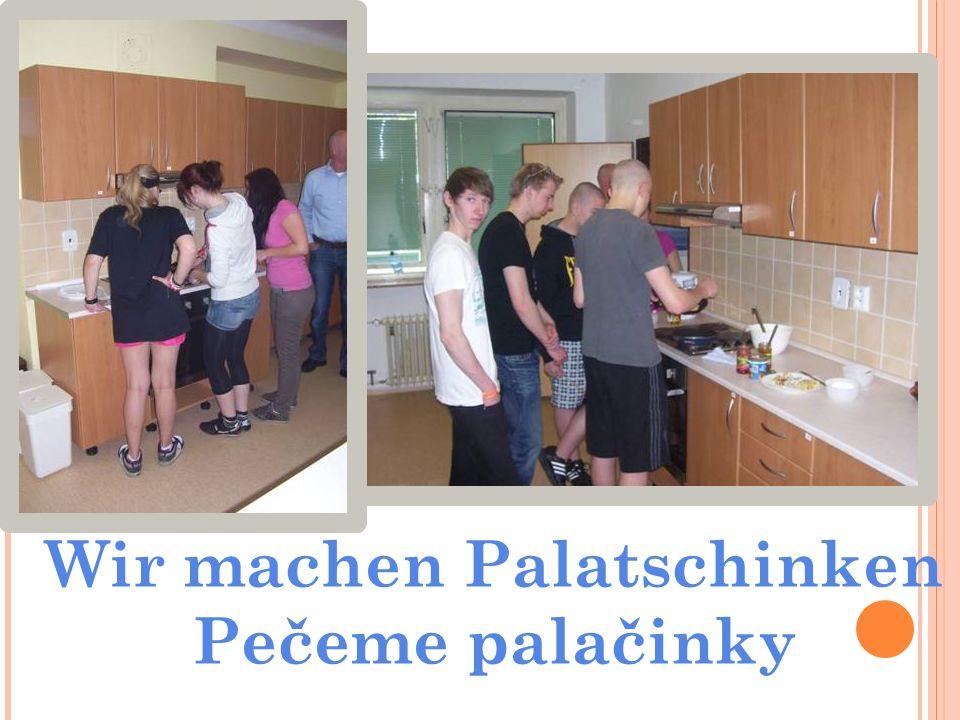 Wir machen Palatschinken Pečeme palačinky
