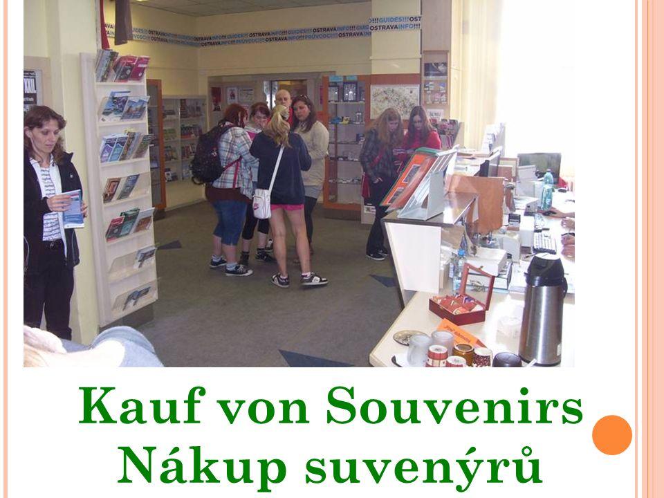 Kauf von Souvenirs Nákup suvenýrů