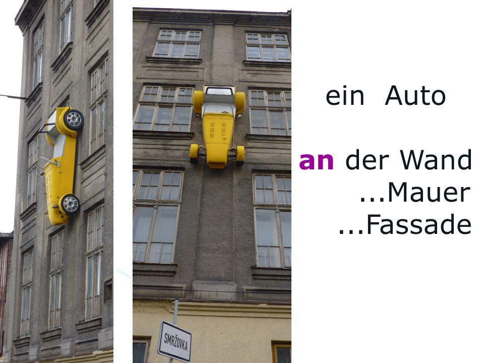 ein Auto an der Wand...Mauer...Fassade