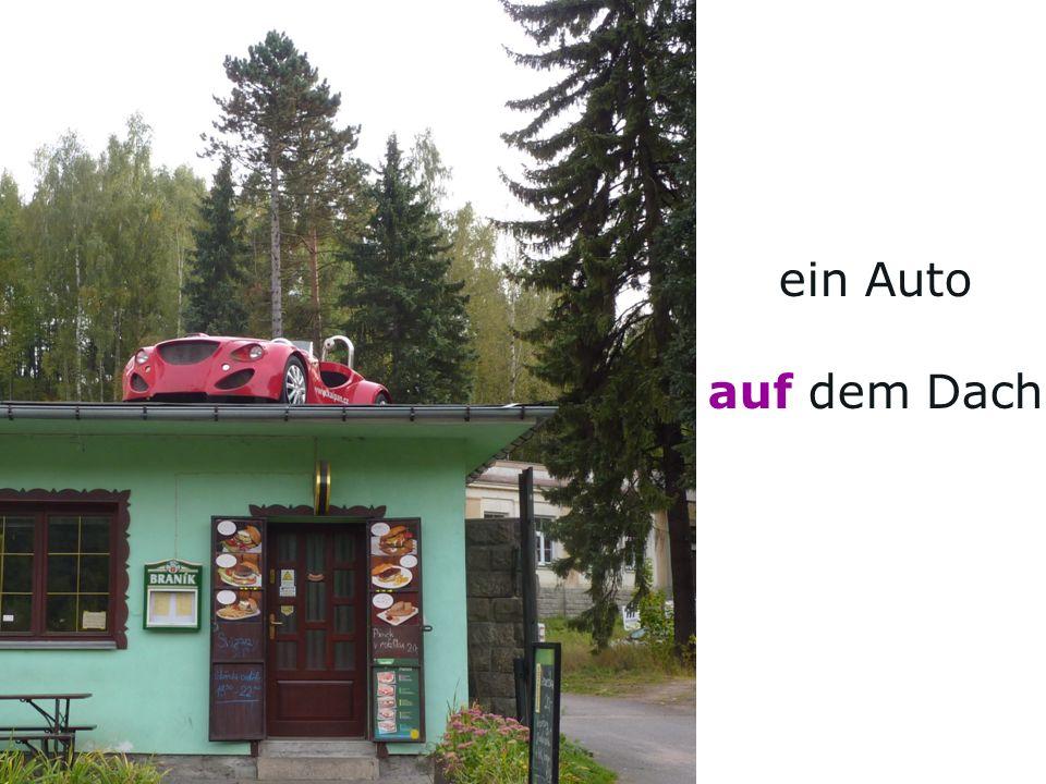 ein Auto auf dem Dach