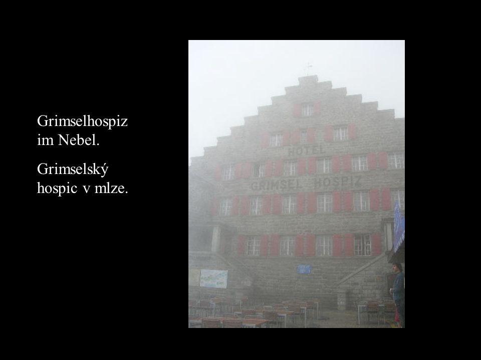 Grimselhospiz im Nebel. Grimselský hospic v mlze.