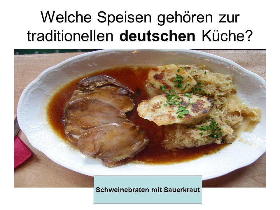 Welche Speisen gehören zur traditionellen deutschen Küche? Schweinebraten mit Sauerkraut