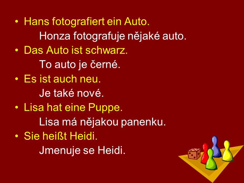 Hans fotografiert ein Auto. Honza fotografuje nějaké auto.