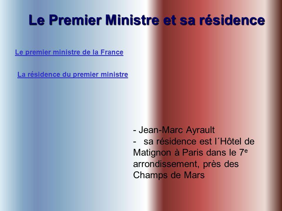 Le Premier Ministre et sa résidence - Jean-Marc Ayrault -sa résidence est l´Hôtel de Matignon à Paris dans le 7 e arrondissement, près des Champs de Mars Le premier ministre de la France La résidence du premier ministre