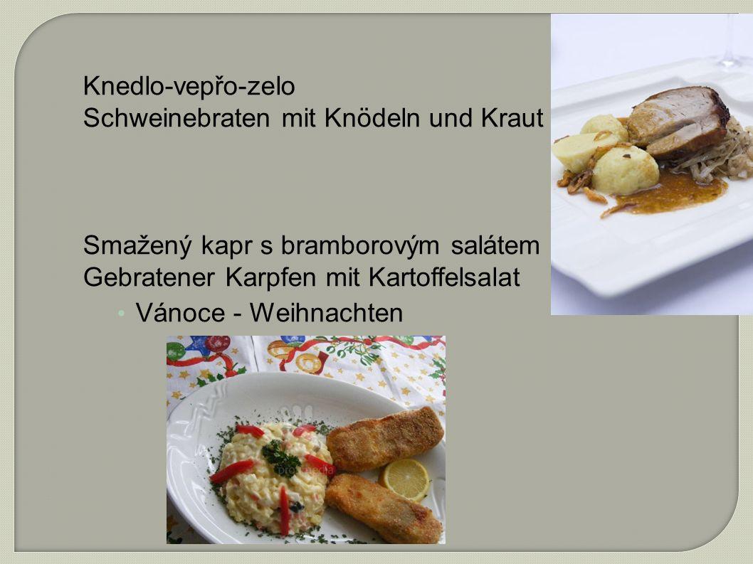 Knedlo-vepřo-zelo Schweinebraten mit Knödeln und Kraut Smažený kapr s bramborovým salátem Gebratener Karpfen mit Kartoffelsalat Vánoce - Weihnachten
