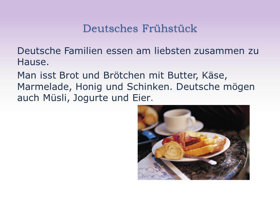 Deutsches Frühstück Deutsche Familien essen am liebsten zusammen zu Hause. Man isst Brot und Brötchen mit Butter, Käse, Marmelade, Honig und Schinken.