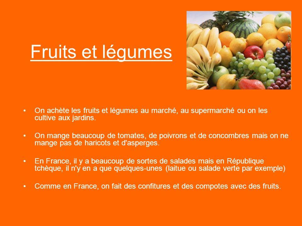 Fruits et légumes On achète les fruits et légumes au marché, au supermarché ou on les cultive aux jardins. On mange beaucoup de tomates, de poivrons e