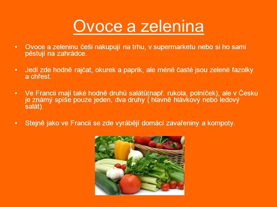Ovoce a zelenina Ovoce a zeleninu češi nakupují na trhu, v supermarketu nebo si ho sami pěstují na zahrádce. Jedí zde hodně rajčat, okurek a paprik, a