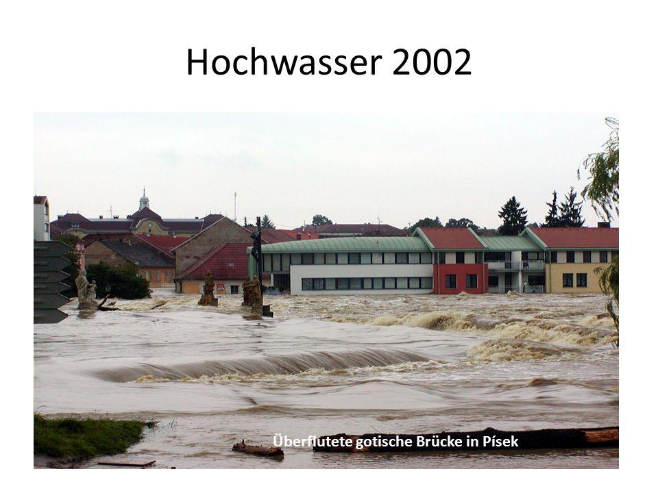 Hochwasser 2002 Überflutete gotische Brücke in Písek