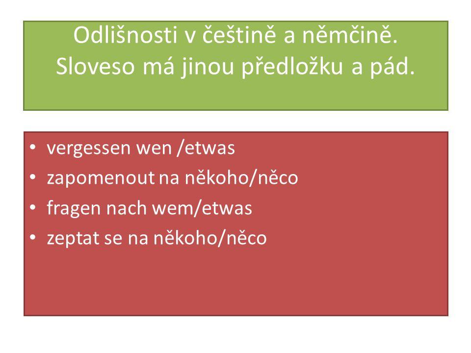Odlišnosti v češtině a němčině. Sloveso má jinou předložku a pád.